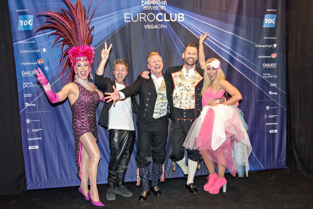 Krista tillsammans med danska artisten Drama Queen, artisten och kvällens konferencier Tim Schou och det nygifta paret Ronnie och Kim. Foto: Stefan Crämer