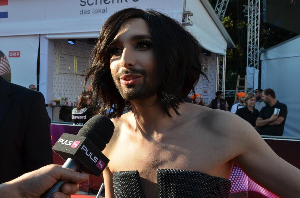 Conchita Wurst ger intervju till en australiensisk tv-kanal. Foto: Linda Granback