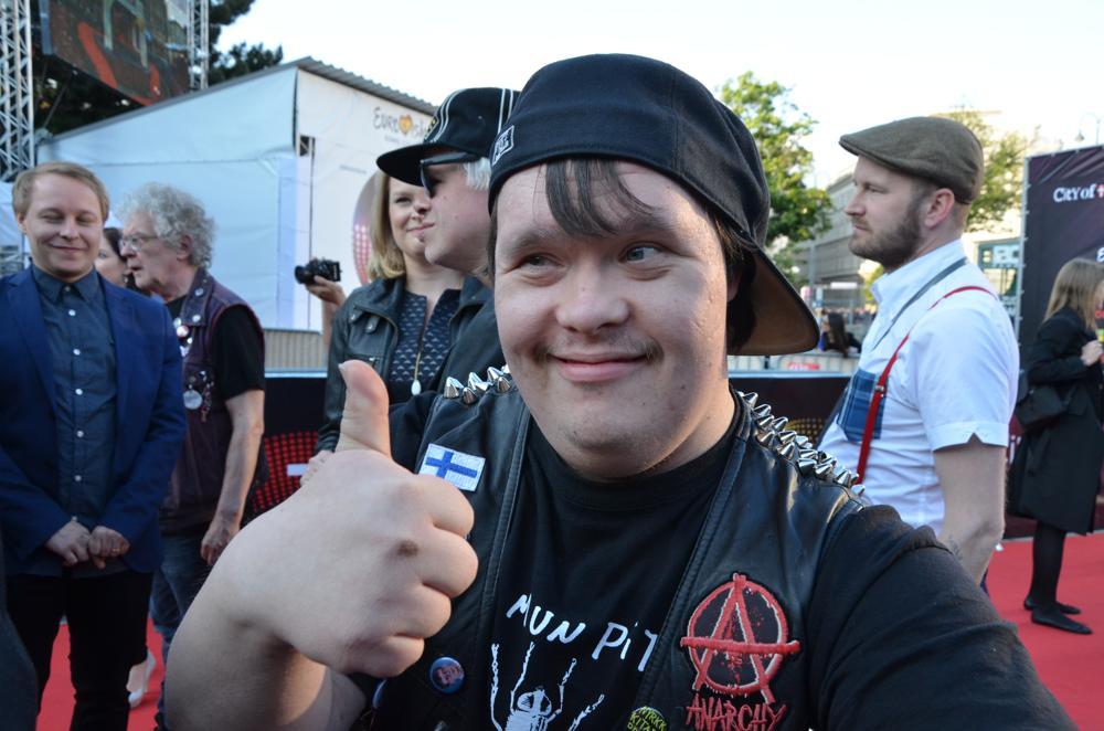 PKN:S trummis Toni Välitalo på röda mattan. Foto: Linda Granback